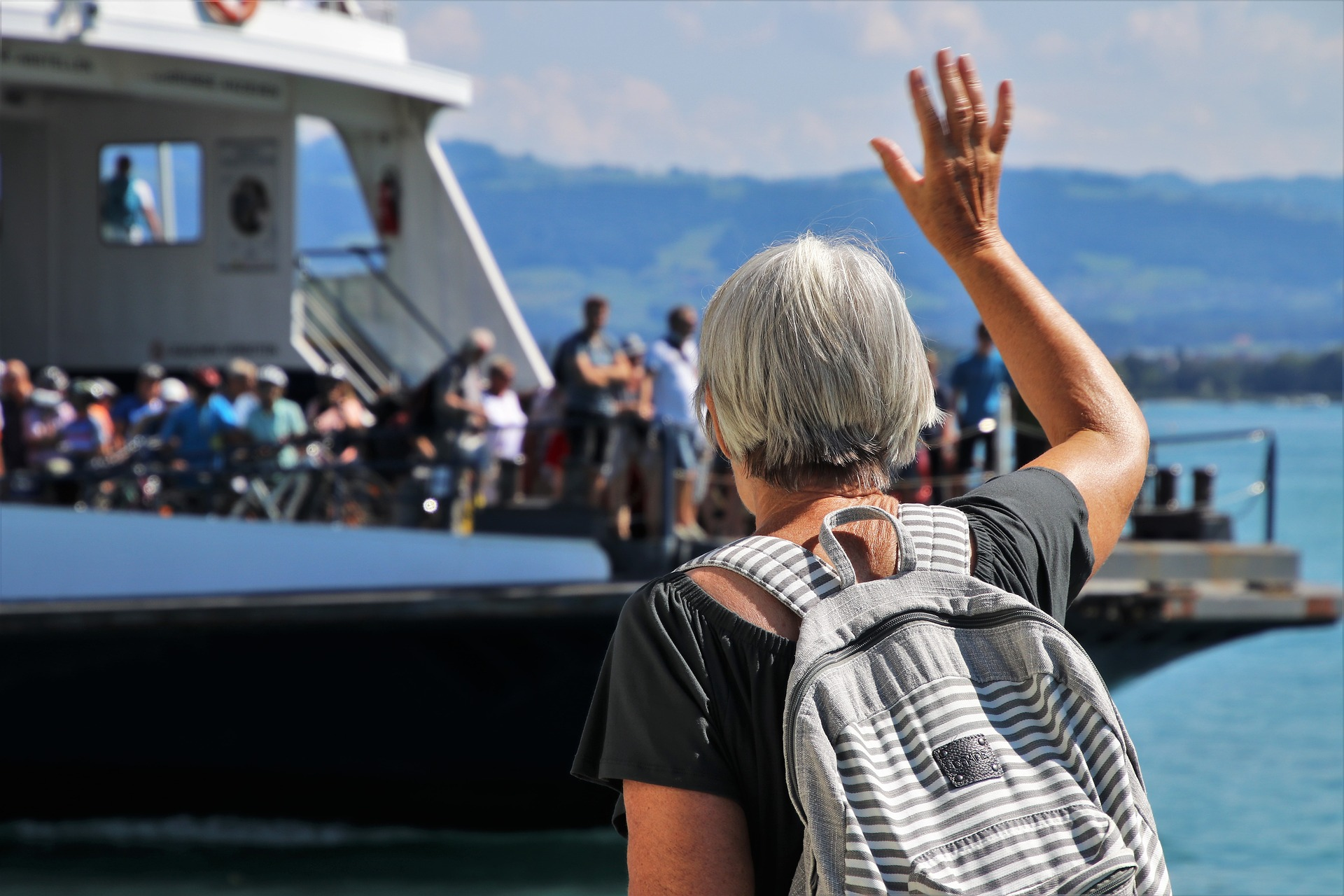 Woman waves to her friends after receiving great, free pension advice.